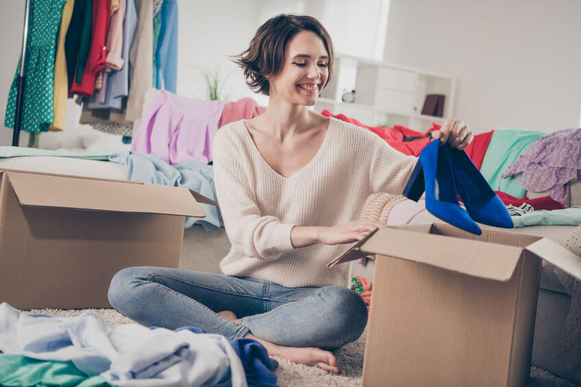 women packing households into boxes