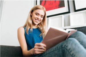 women reading guide